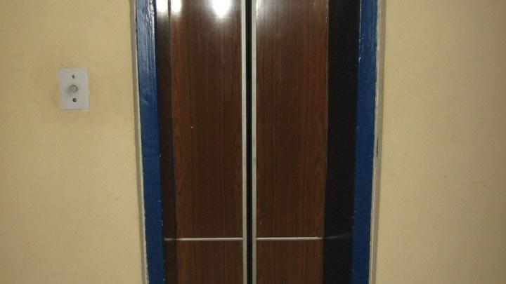 Через пару лет в ярославских многоэтажках могут встать больше половины лифтов