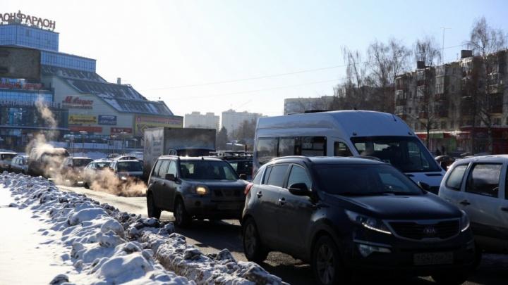 Эксперимент со светофорами, устроивший гигантскую пробку на Московском, будут проводить ещё неделю
