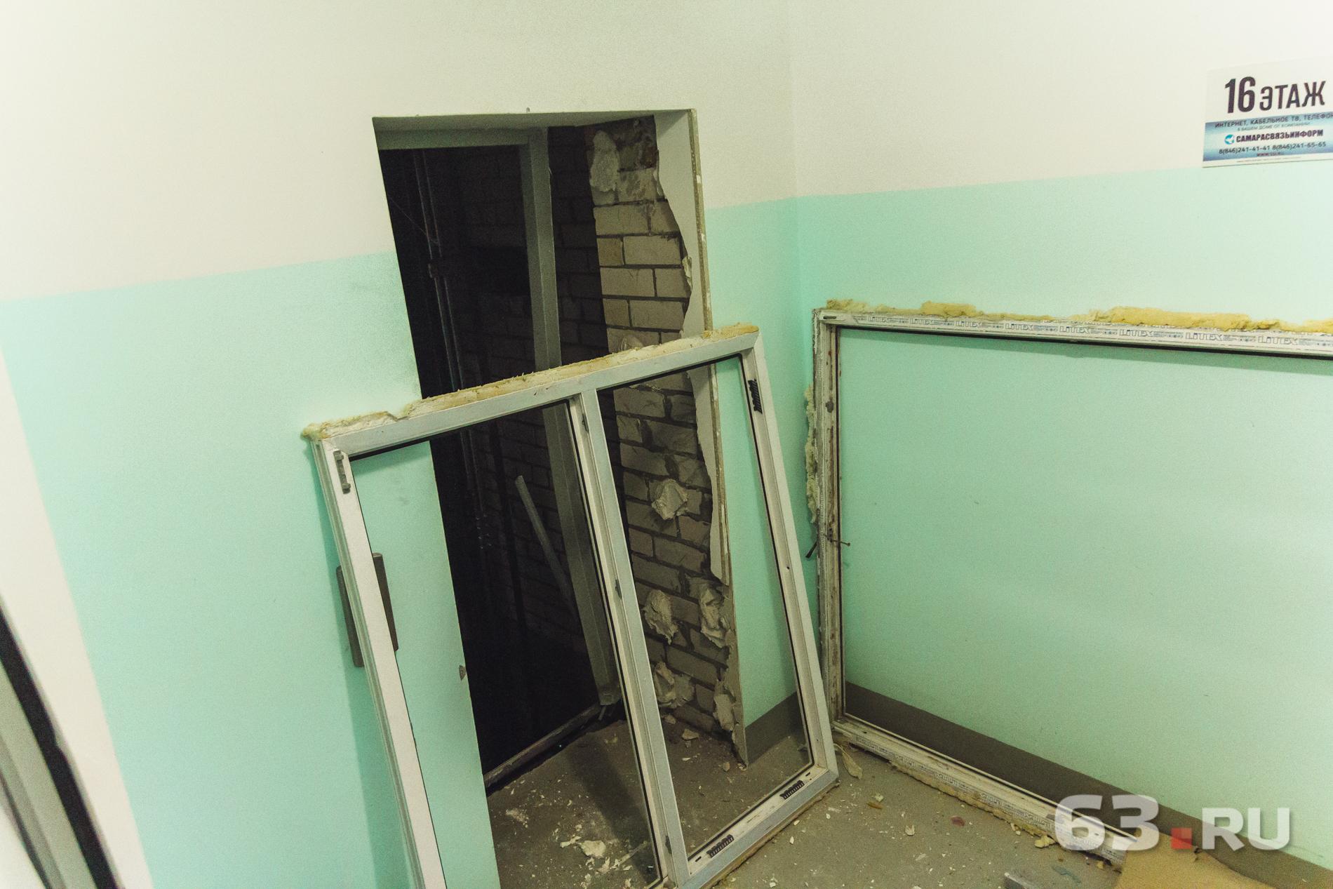 Створки лифта выбило взрывной волной