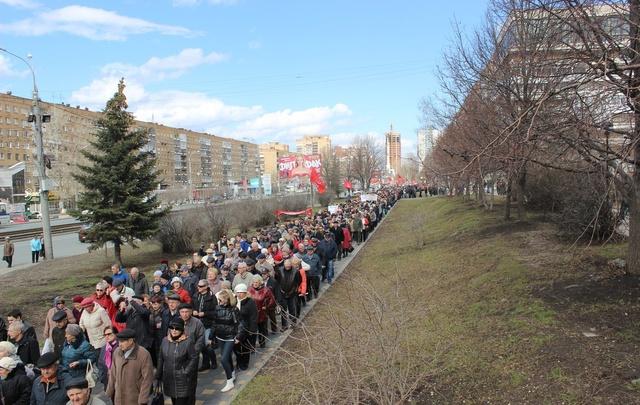 В Самаре пенсионеры прошли маршем за возврат льгот