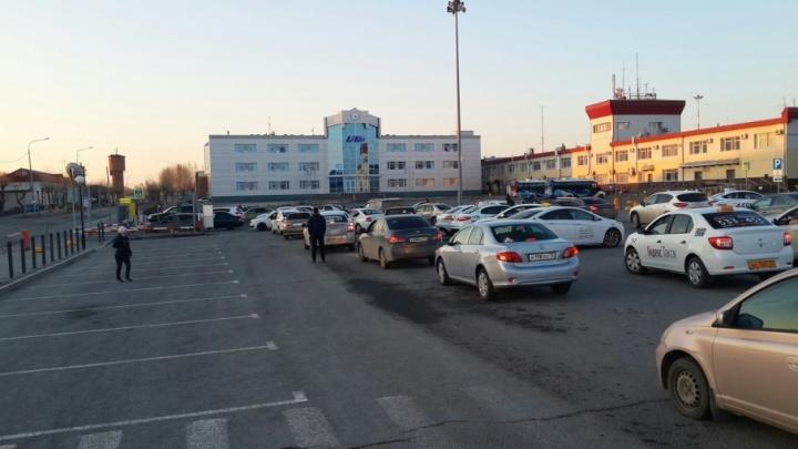 Акция не удалась: в Рощино отменили платный въезд машин на парковку после бунта водителей
