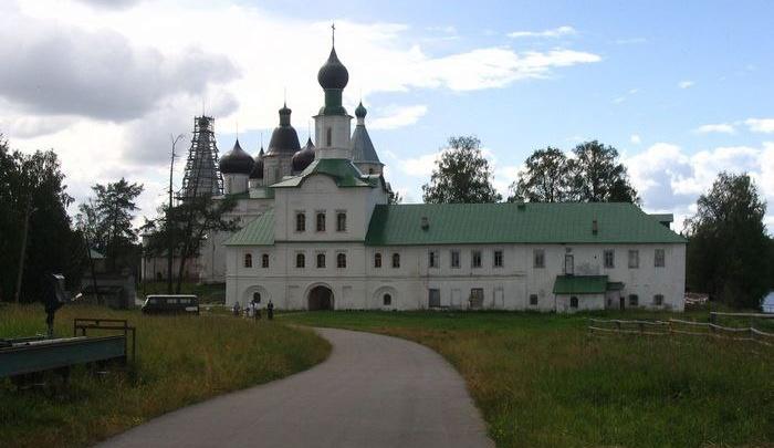 На территории Антониево-Сийского монастыря началась реставрация Троицкого собора
