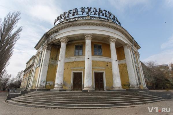 Лучшие архитекторы страны возводили в Сталинграде прекрасные здания, а сейчас их некому даже покрасить