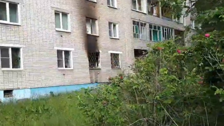 От дыма задыхались соседи: в жилой пятиэтажке в Ярославле вспыхнул пожар