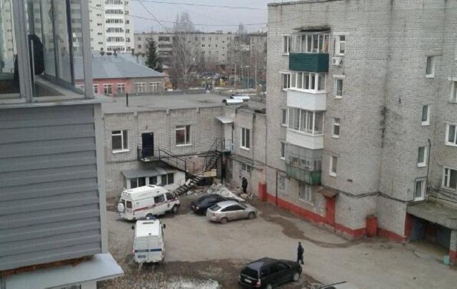 В Перми у здания детского сада нашли тело мужчины