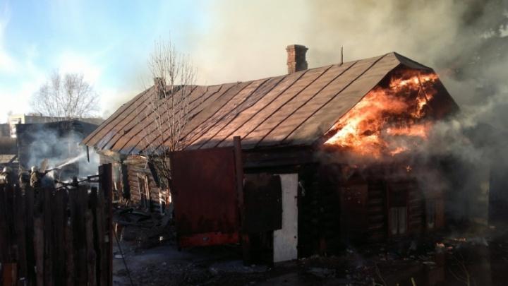 Ночной пожар в Ярославском районе тушили четыре часа