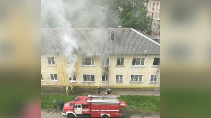 В Ярославле загорелся жилой дом