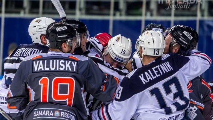 ХК «Лада» уступил хоккеистам из Челябинской области две шайбы