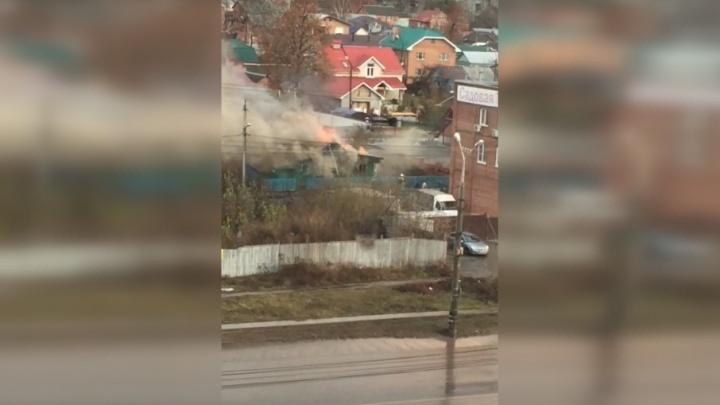 «Огонь охватил крышу»: в Тольятти при пожаре в частном доме погиб мужчина