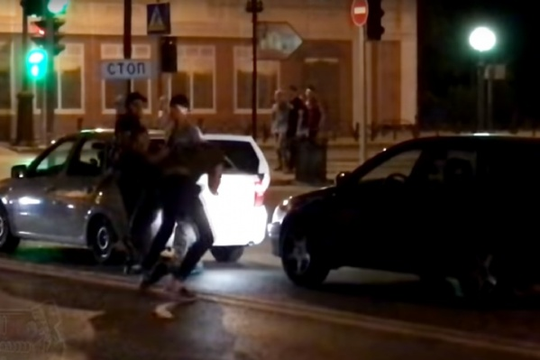 По информации автора ролика, инцидент произошел в День города, 29 июля