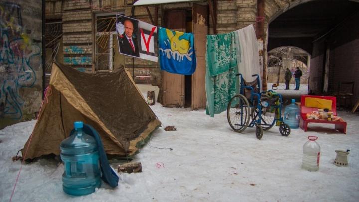 «Люди не хотят переезжать»: в мэрии Ростова прокомментировали ситуацию с рушащимся домом на Суворова