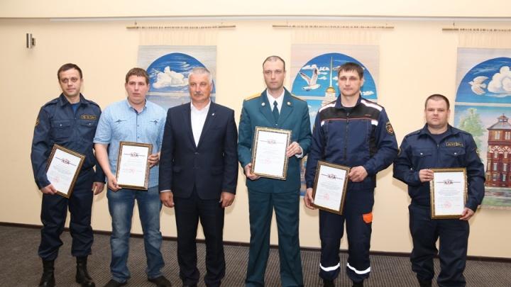 Спасли детей, собаку и пенсионерку: в Рыбинске наградили героев, рискнувших жизнью ради других