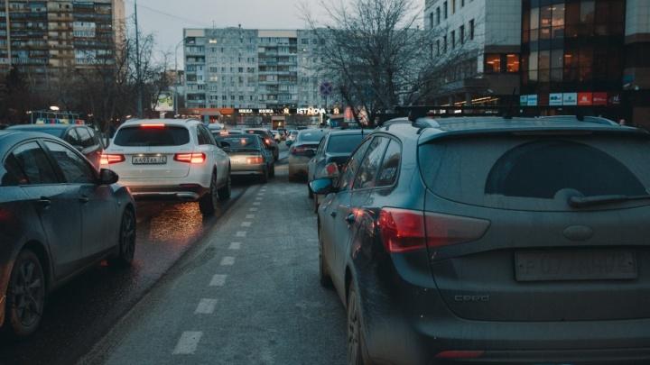 На участке улицы Максима Горького запретят парковку автомобилей