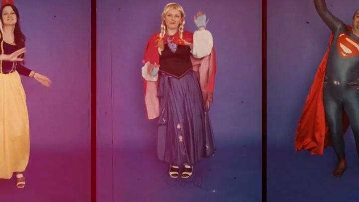 Переоделись в сказочных героев и бросались подушками: тюменцы сняли необычный клип на выпускной детсадовцев