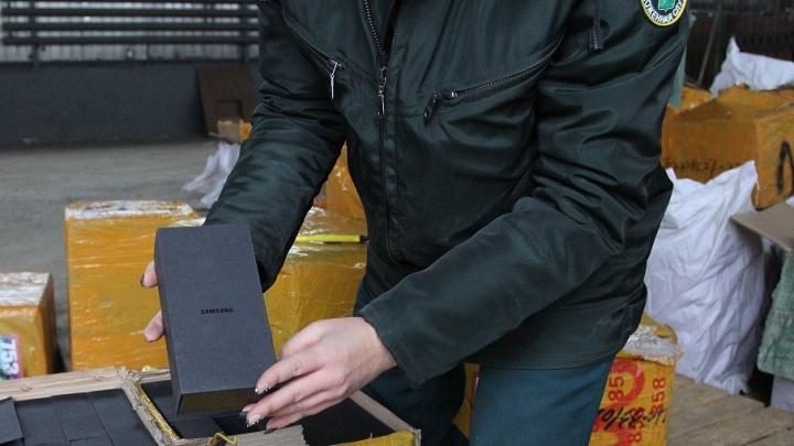 Обувь, телефоны и наркотики: что пытаются контрабандой провезти в Самару