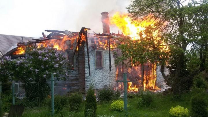 У служителя церкви в Ярославской области дотла сгорел дом