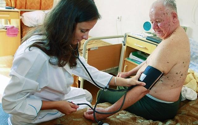 Если вам сто лет, то пора убедиться в своем здоровье и пройти диспансеризацию
