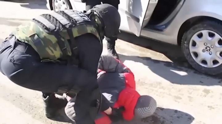 Закачивали газ и взрывали банкоматы: тюменские полицейские задержали участников преступной группы