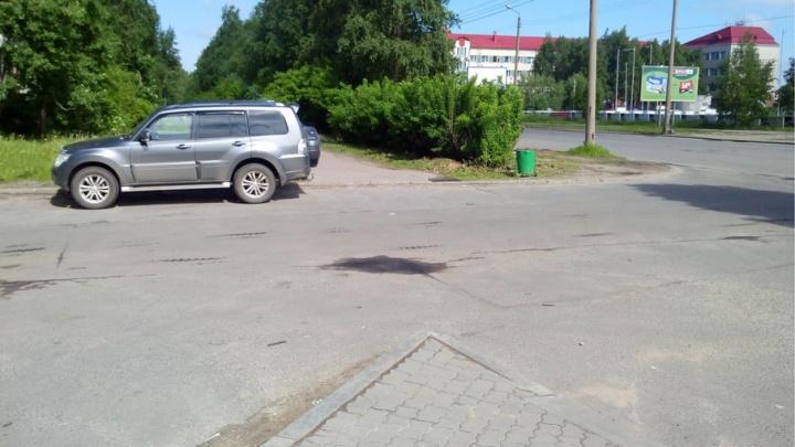 Водителя, сбившего пожилого пешехода во дворе и скрывшегося с места ДТП, разыскивают в Архангельске