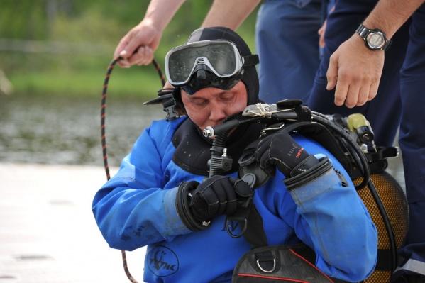 Специалисты водолазной группы провели на озере поисковые работы