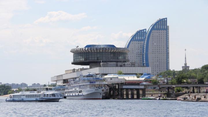 На центральной набережной Волгограда укрепят причальную стенку
