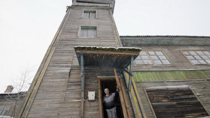Гниющие крысы и дыры в стенах: пенсионеры из Архангельска стали заложниками падающей башни