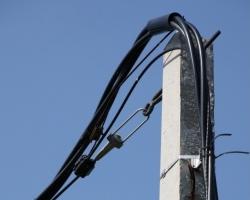 Ярэнерго прокладывает кабель «вода-земля-воздух»