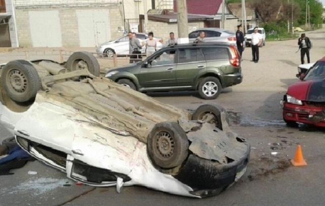 В Волгограде Lifanприземлился на крышу после столкновения с Nissan