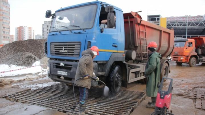 Ярославцы пожаловались на грязь со стройки торгового центра