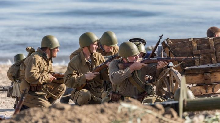 Битва за элеватор и высадка морского десанта: фоторепортаж с реконструкции Сталинградской битвы