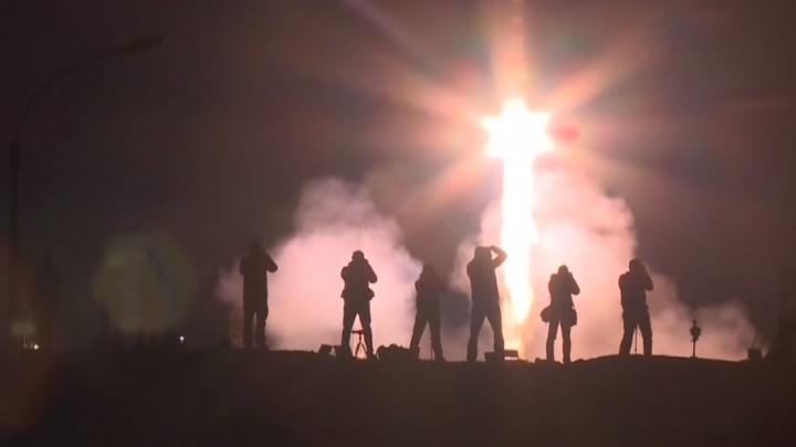 Самарская ракета доставила на орбиту космонавтов и грузы