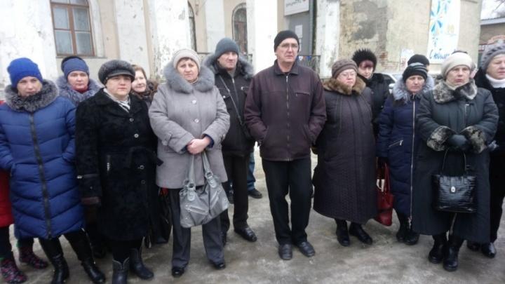 «Чтобы отопить дома, собираем ветки»: шахтеры из Гуково расскажут о проблемах кандидату в президенты