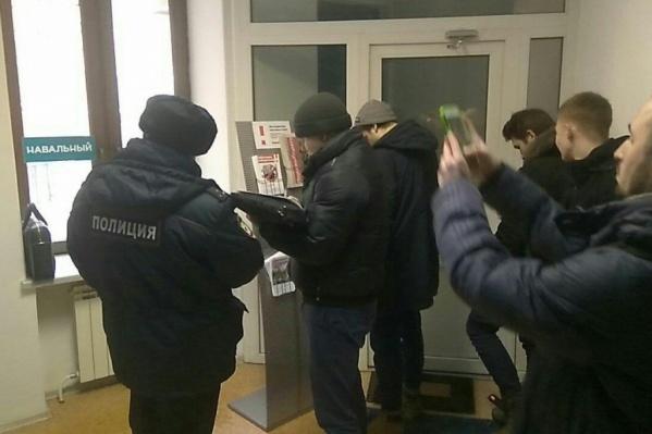 Полицейские забрали из штаба все листовки