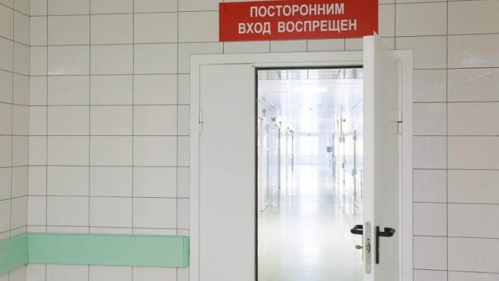 В Волгоградской области двухлетний ребенок выпал с четвертого этажа