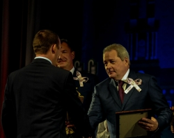 Виктор Басаргин поздравил нефтяников и газовиков