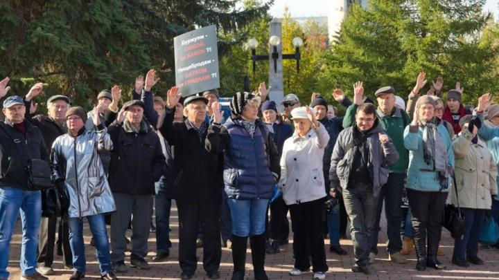 «Дойдём до Верховного суда»: владельцы дач, которым угрожает дорога, вышли на митинг в Челябинске