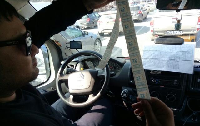 В Тюмени водители маршруток стали выдавать пассажирам билеты