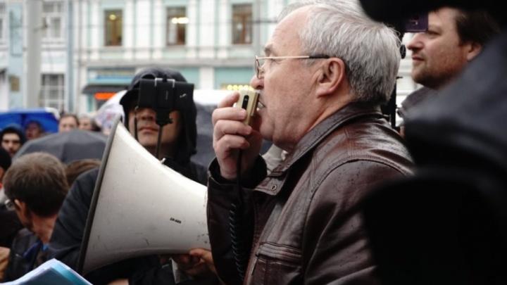 Лишат ли митинги мандата: облизбирком рассказал, что ждёт депутата — борца с мусором