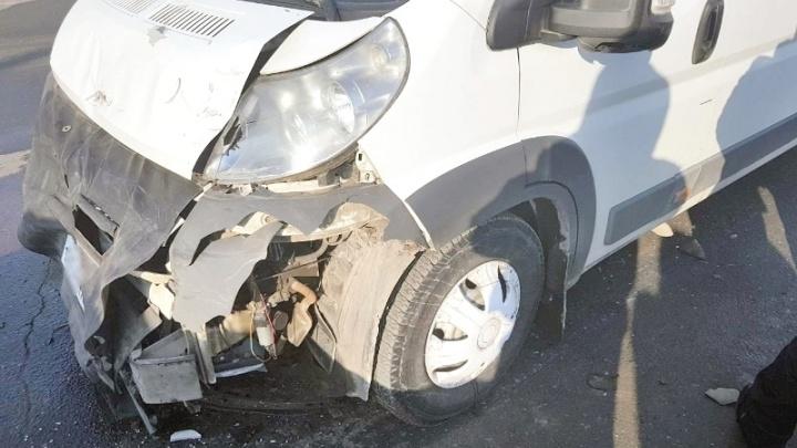 В Сызрани водитель маршутки на перекрестке врезался в Chevrolet