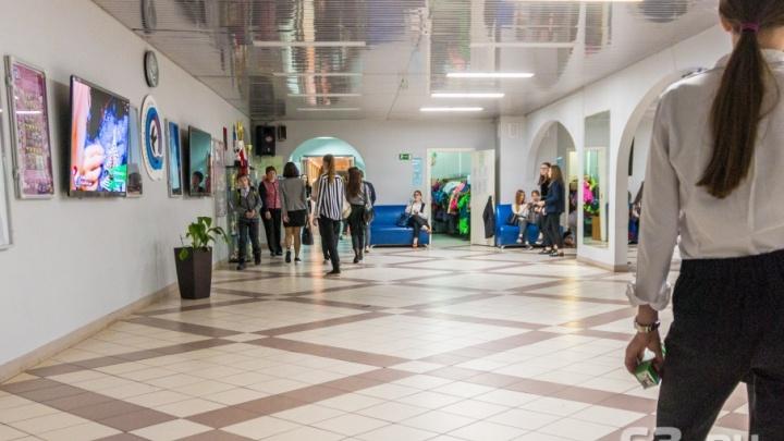 Азаров: «Введем пятидневку — учителя потеряют в зарплате»