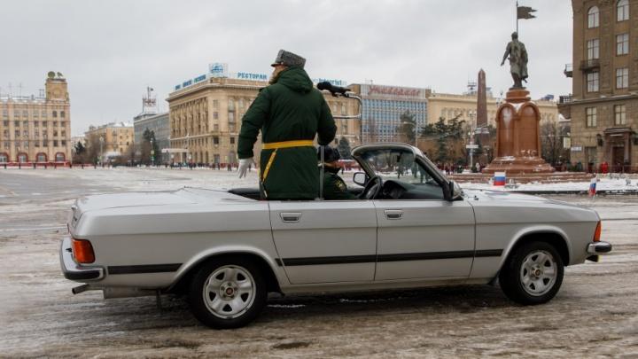 Заправят и опечатают: главные военные кабриолеты готовят к параду в Волгограде