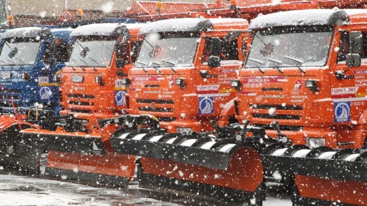 На борьбу со снегом и гололёдом в Челябинске выведут дополнительную технику