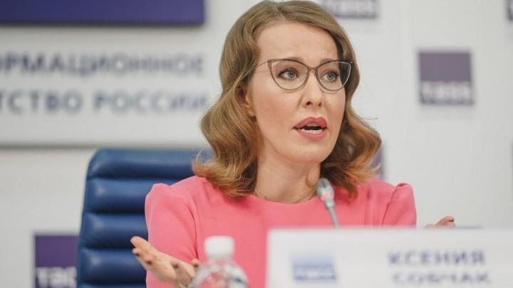 С ветерком по автодрому: Ксения Собчак протестирует тольяттинские спорткары