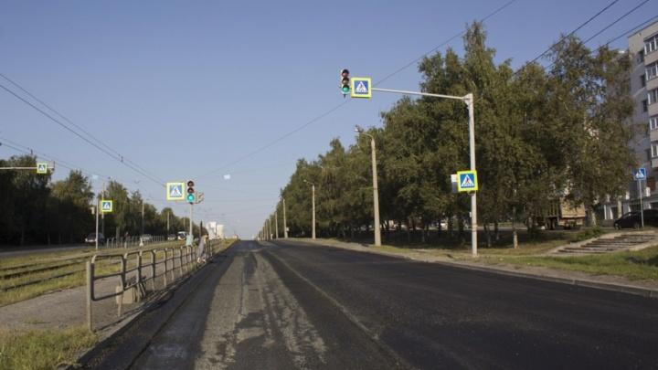 Дорожники срезали свежий асфальт на самой протяжённой улице Челябинска