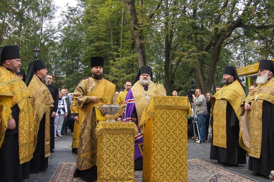 Освящение колоколов в Александро-Невской Лавре