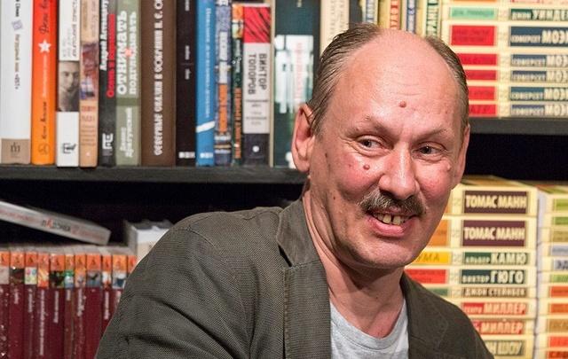 Челябинец написал стихи для московского мюзикла «Любовь и голуби»