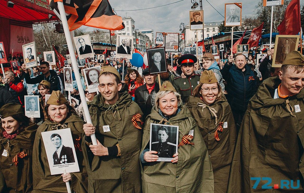 Многие участники акции отнеслись к подготовке очень серьезно и не только  сделали портреты своих фронтовиков, но и нашли военную форму