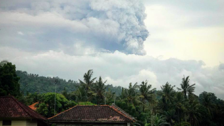 Семья ростовчан оказалась в зоне извержения балийского вулкана