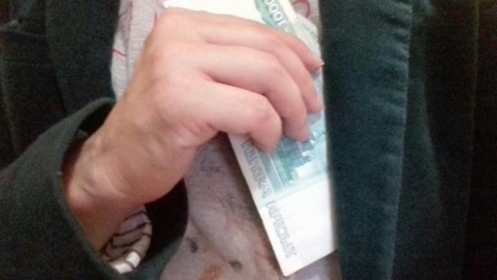 Пьяный пенсионер в Ярославле пытался подсунуть взятку гаишнику
