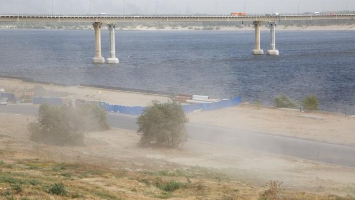 Волгоград накрыла сильная пыльная буря